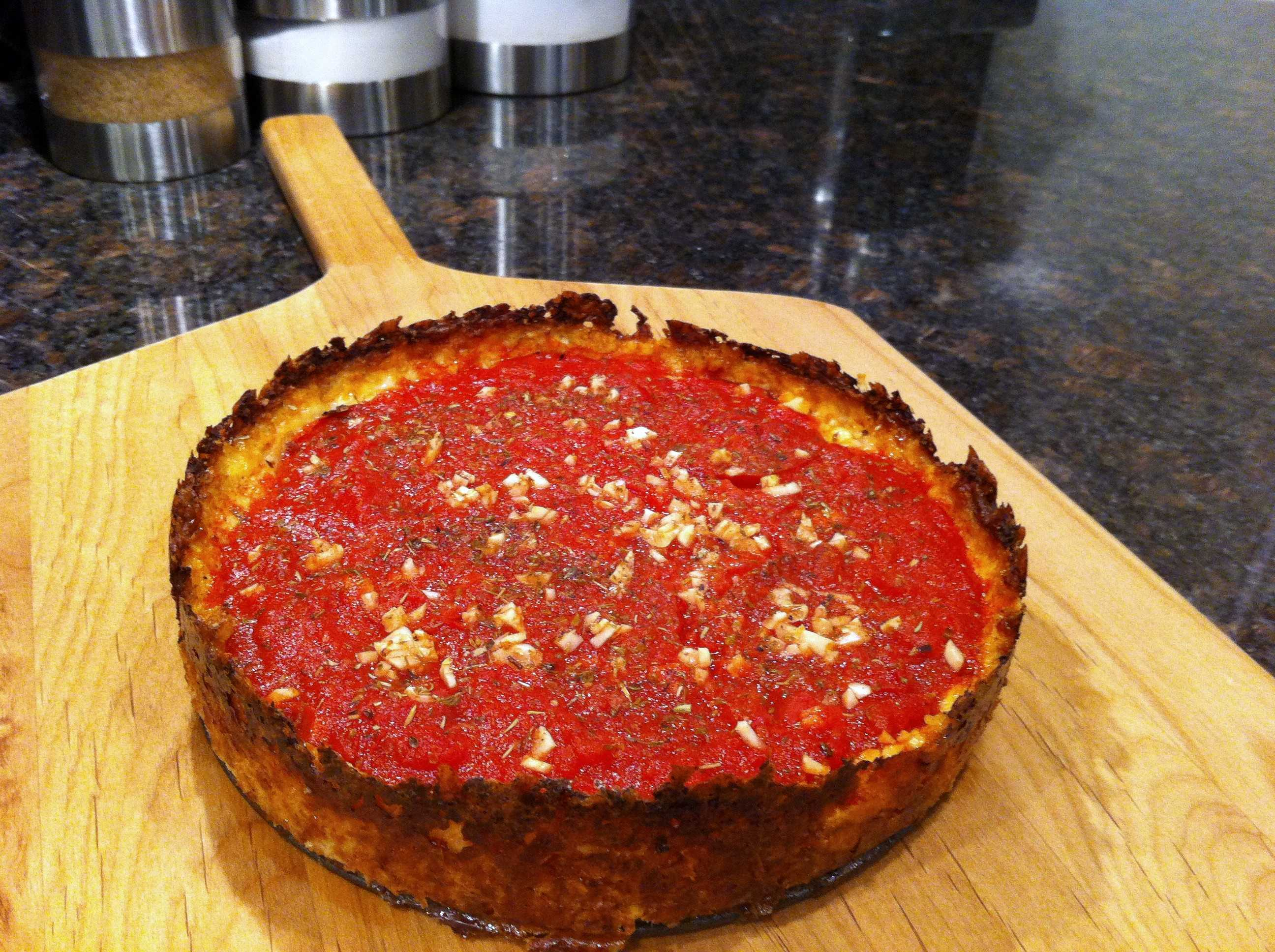 cauliflower-deep-dish-crust-pizza-with-tomato-and-garlic